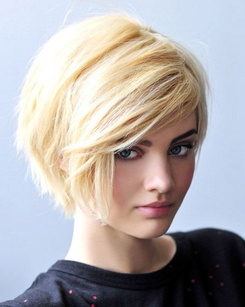 "Прически на короткие волосы. Боб #Фото  Вернуться в раздел ""Короткий боб""    http://www.salon-akadem.info/pricheski-na-korotkie-volosy-bob.php"