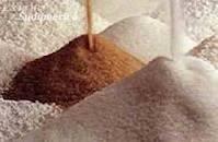 01 - Se denomina azúcar a la sacarosa, que es un disacárido formado por una molécula de glucosa y una de fructosa, que se obtiene principalmente de la caña de azúcar o de la remolacha. En ámbitos industriales se usa la palabra azúcar o azúcares para designar los diferentes monosacáridos y disacáridos, que generalmente tienen sabor dulce, aunque por extensión se refiere a todos los hidratos de carbono.