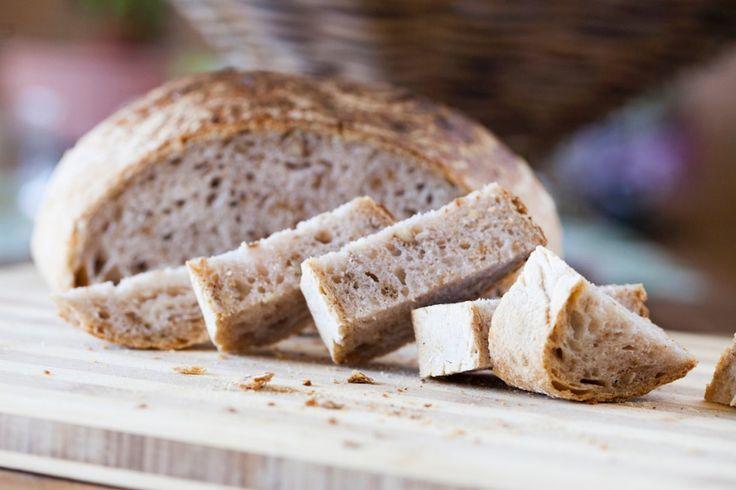 Pane in pentola con pancetta e noci
