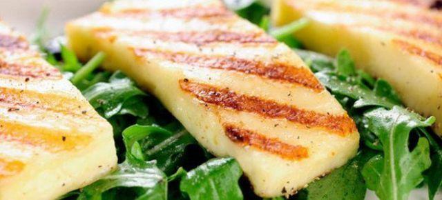 Χαλούμι, παραδοσιακό τυρί της μεγαλονήσου, πληροφορίες και τρόποι σερβιρίσματος.