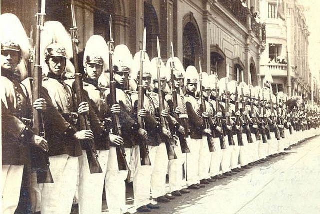 la Escuela Militar rinde honores al Presidente para el tedeum del 18 de septiembre de 1915