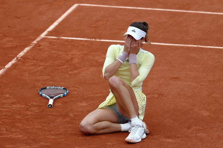 La felicidad irrefrenable de Garbiñe Muguruza tras vencer en Roland Garros (FOTOS)