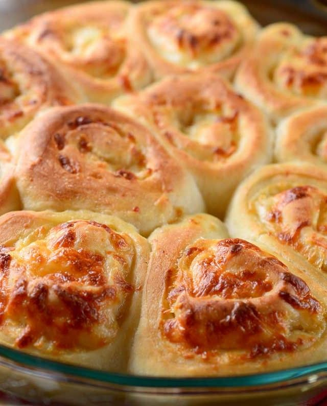 Cheesy Roasted Garlic Rolls