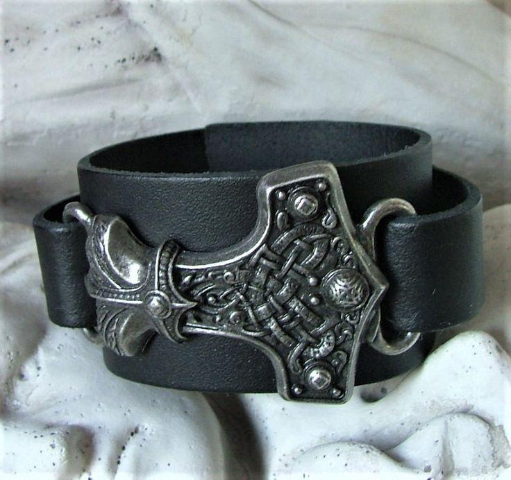 Lederen heren Armband met handgemaakte Mjolnir.  De Mjolnir amulet van de Viking War Lord staat symbool voor kracht, het was het machtig wapen van de Noorse god Thor