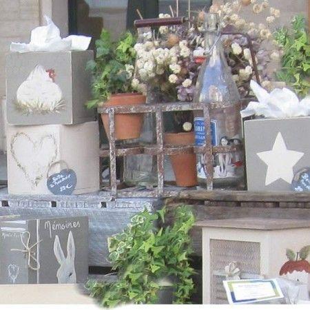 Atelier Plume d'Ange está en el corazón de Pays d'Auge, en Normandía. Es una tienda de artículos de regalo artesanales que desprenden mucho cariño y encanto. Los diseños y sus colores están inspirados en el espíritu de la naturaleza.  Además son todos personalizables, cada artículo se puede caracterizar según tus deseos.