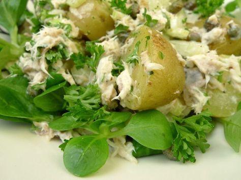 Deze salade is weer supergezond met makreel, krieltjes, veldsla en flink wat verse peterselie.  | http://degezondekok.nl