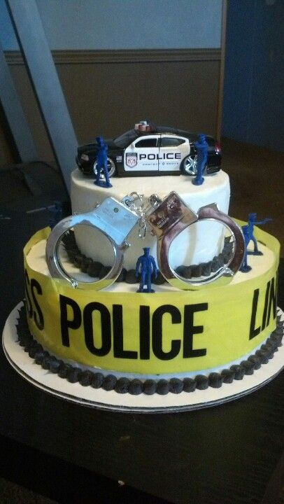 Lovely cake for someone who wants to be a police officer or someone who is or has just graduated to be one.