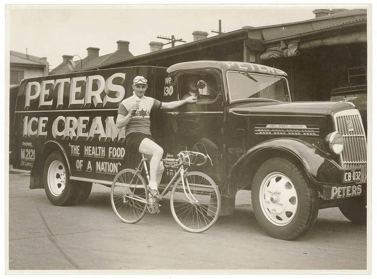 vintage boys eating icecream 1930s -