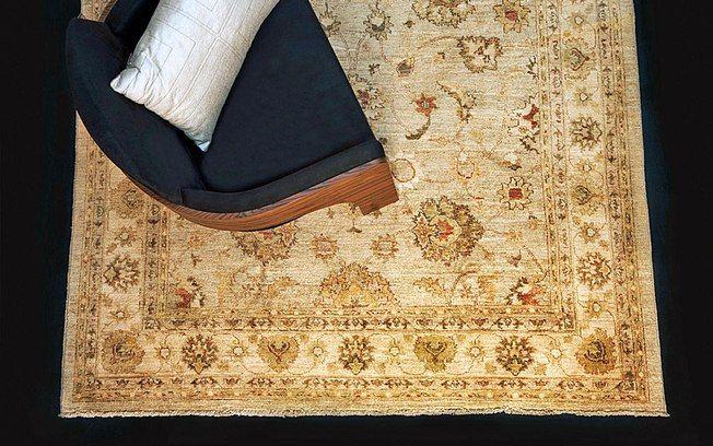 O tapete indiano 'Ziegler Floral' de urdidura em algodão tem desenhos contemporâneos. Custa R$  1.340 o metro quadrado na Tabriz Collection. Foto: Divulgação