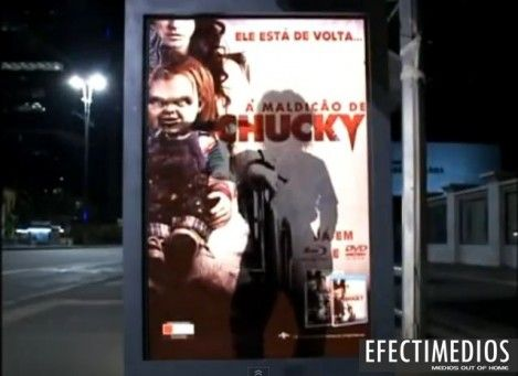 Publicidad en Mobiiario Urbano BRAZIL Chucky ¨renace¨: Terrorífica broma en paraderos de Brasil Haz clic y echa un vistazo al video: http://www.efectimedios.com/htm/contenido.php?pid=0&id=6&bid=189