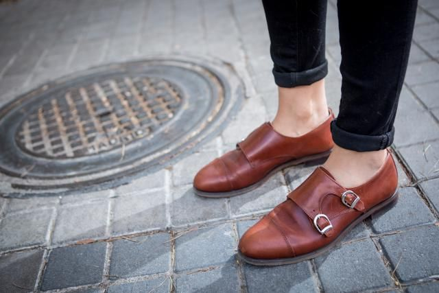 Skip the heels and forget the balancing act. Check out this street-style guide to which flat shoes look most modern with your go-to skinny jeans.
