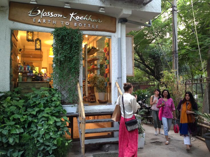 Our visit to Hauz Khas Village and in particular the shop Ogann was lovely and highly inspirational. The blend of Traditional Indian attire and Western clothing while maintaining the integrity and beauty of a timeless piece was something I hope to achieve within my own work