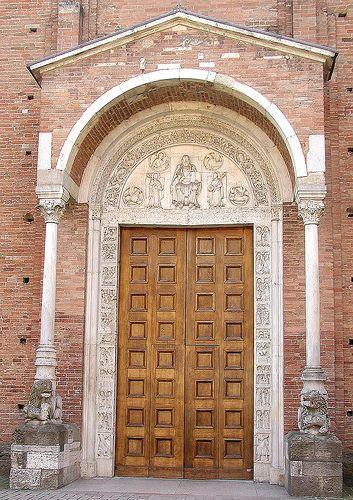 Nonantola,portail de l'abbaye. Emilia-Romagna, Italy