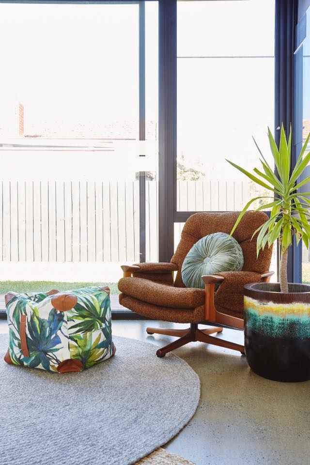 "Gorgeous styling by #IDIstudent Sarah Ficke from @theloftco  ""The house is a 1920's Artdeco-split, with a modern extension at the back. The brief was mid-century modern with a playful twist!""  We love the mix of old and new!  You can find more of her work via her IG: www.instagram.com/theloftco/"