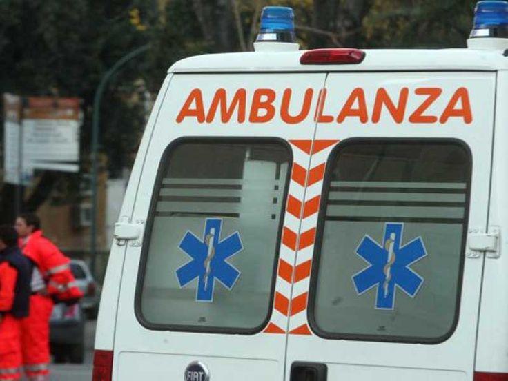 NAPOLI - Tragedia a Melito, dove una mamma di 42 anni si è lanciata nel vuoto dal balcone di casa posto al