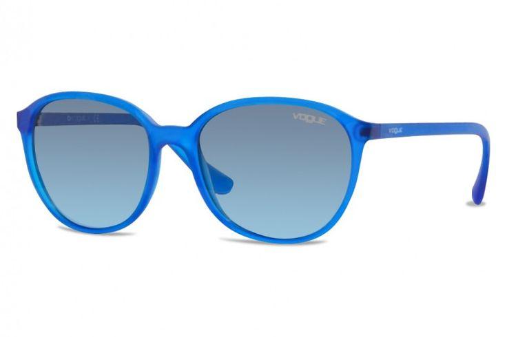 Chez Gweleo, opticien en ligne, Nouveauté, Lunettes de soleil Vogue VO 2939S-22818F-55 mm (Transparent Electric Blue) Bleu dégradé pas cher