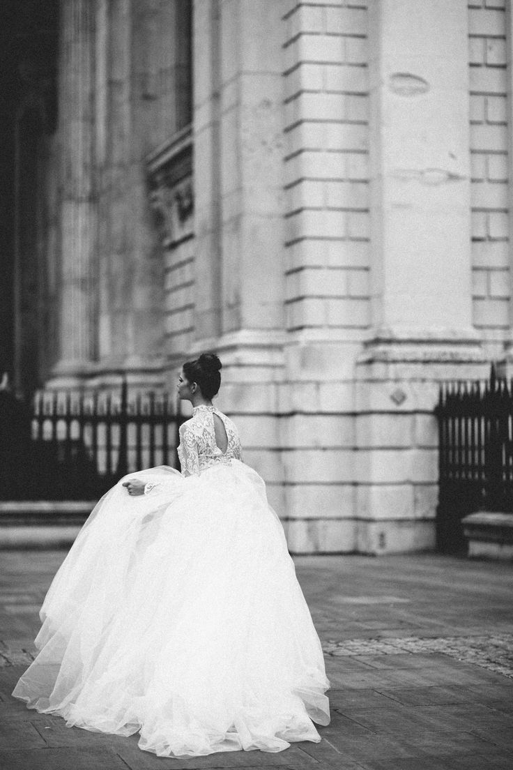 Runaway Bride Editorial - London, St Paul's Cathedral - Jessica Withey Photography