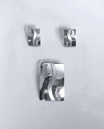 Juego de Arete y Dije de Plata 925. Diseño: Rectangular. Medidas:  Arete 2 x 1 cm Dije 4.5 x 2.5 cm