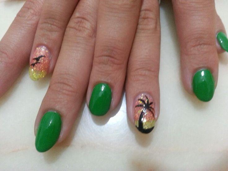 Summer nails verde glitter arancione giallo palma gabbiani