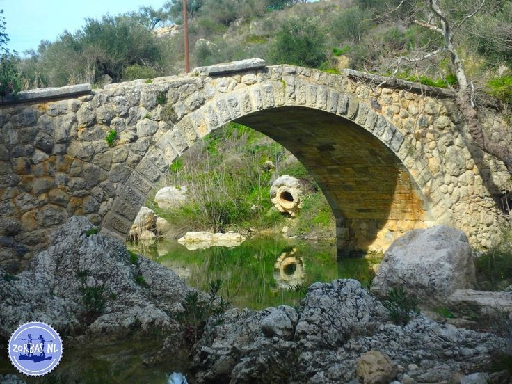 Walking and hiking in Crete Astrakiano: An easy gorge walk through the beautiful countryside in the central part of Crete. The area has many springs, which ensure that all year round a small river flows through the canyon. This river is called the river of Karteros. The walk goes mostly along this river and a