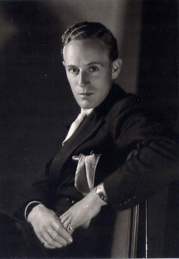 clarence sinclair bull | Leslie Howard•1931 Photo by Clarence Sinclair Bull•English Actor ...