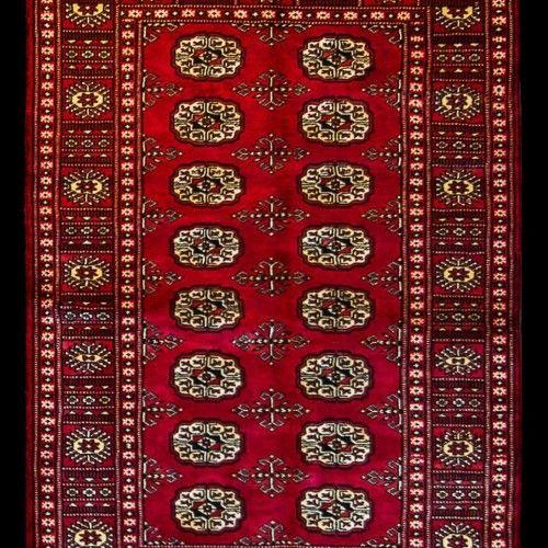 Κέρδισε ένα μοναδικό χειροποίητο χαλί Pakistan Buchara Wool αξίας 600€ από την Δέσποινα Μοιραράκη