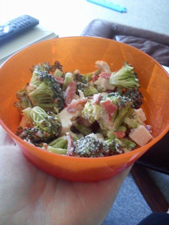 Lækker let og sund broccoli salat