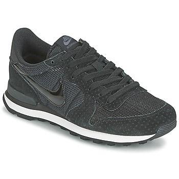 Deze sneaker van de hand van Nike is zowel sportief als urban. Dankzij de zwarte leren en textielen schacht is dit model geschikt voor elke dag. Het model Internationalist W is voorzien van een textielen binnenzool en een buitenzool van rubber. Een model waar de sneakerfans op hebben gewacht. - Kleur : Zwart - Schoenen Dames € 87,99