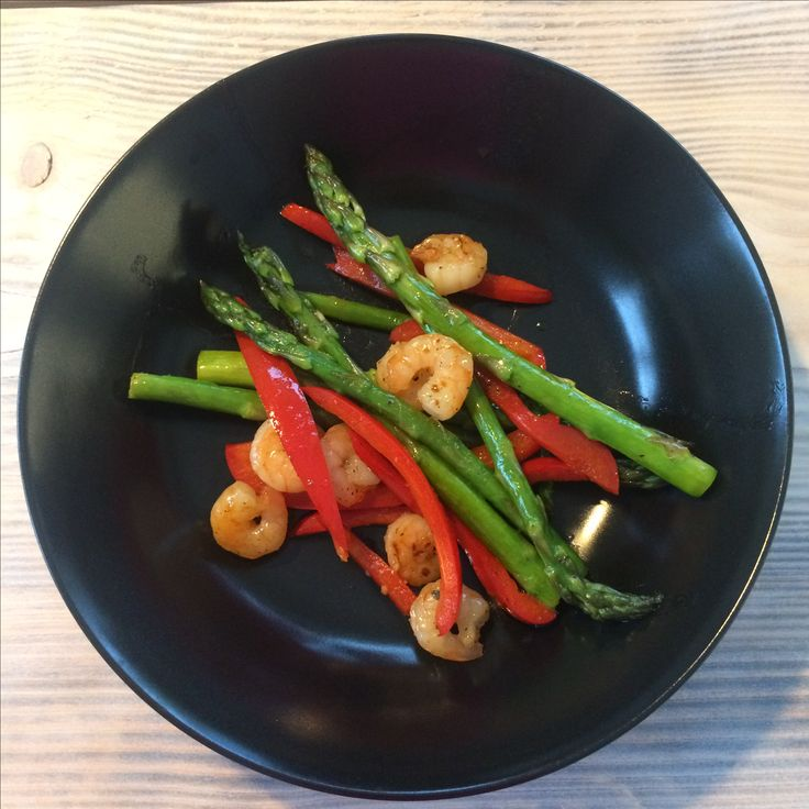 Big shrimps in honey and lime sauce, with asparagus and red bell peppers  266 calories in one serving • • Dig in  it's so tasty