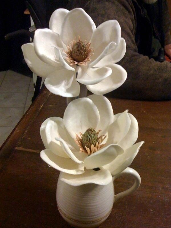 Sugarpaste Southern Magnolias...This is the most realistic I have seen to date
