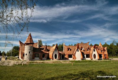 TWO CENTS ABOUT ROMANIA: Castelul de lut