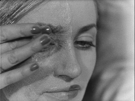 The school of polish film make up/Szkoła charakteryzacja w Łodzi. Przy pomocy kolodium i szminek można dokonać prawdziwych cudów. [video] (Repozytorium Cyfrowe Filmoteki Narodowej) #repozytoriumcyfrowe, #makeup, #Lodz