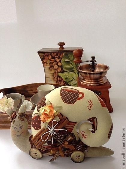 Tilda lalki handmade.  Fair Masters - ręcznie.  Sprzedam ślimak.  Miłośnicy kawy poświęcony.  Handmade.  Brązowy