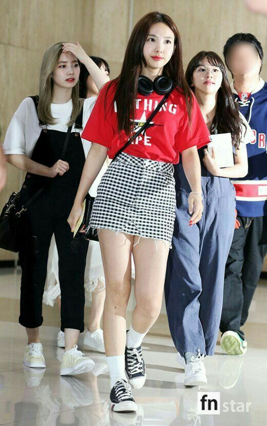 Pin By Ah Reum Lee On Wallpapers Kpop Outfits Korean Airport Fashion Kpop Fashion