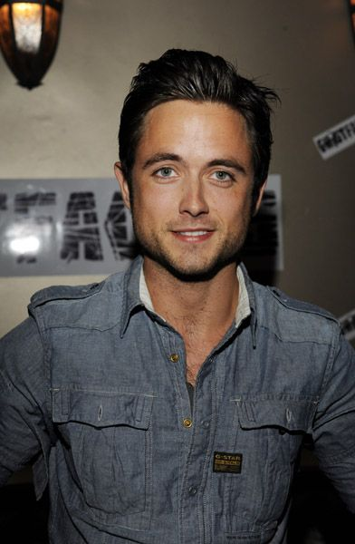 Justin Chatwin...there's just something about him that I find extremely attractive...maybe its his hair...I just want to run my fingers through it ;)