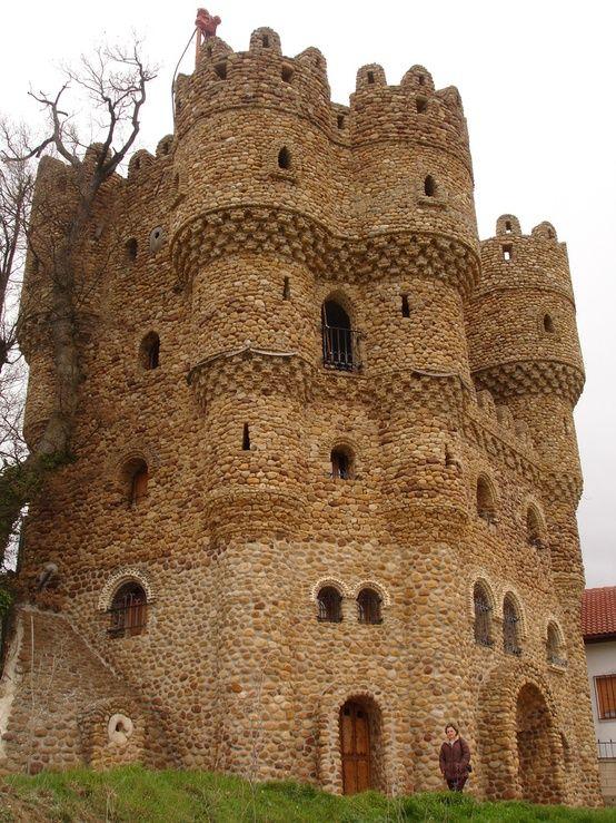 Castillo de La Cueva, Cebolleros, Burgos, España                                                                                                                                                                                 Más