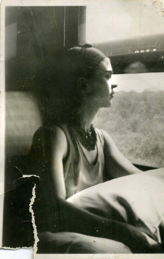 Frida Kahlo at the return of Detroit, 1932.