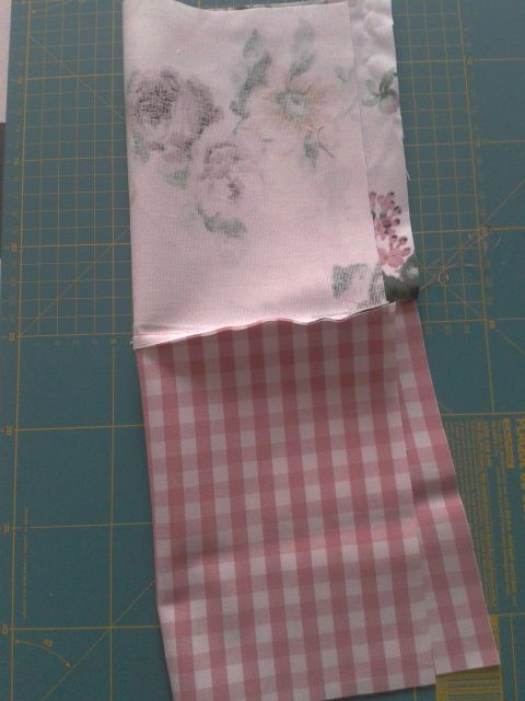 Telas de Ikea Hoy os he preparado un tutorial para hacer unas bolsitas de tela muy chulas. Estas bolsas son facilísimas de hacer, n...