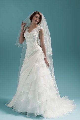 Robe de mariée LAGUNE de Alexis Mariage - Mariee.fr