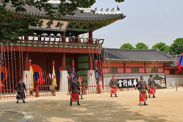 hwaseong palace performances, thigns to do and see in suwon, suwon top attractions