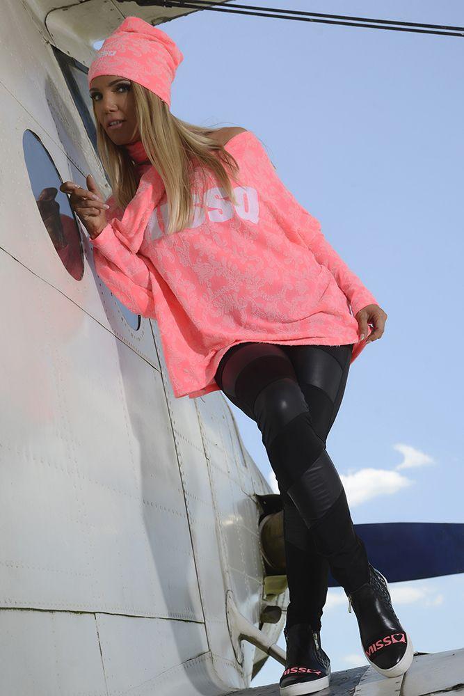 Bluza MissQ My Speciality Pink. Bluza casual din bumbac cu imprimeu text. Se potriveste peste colanti sau blugi skinny. Pentru un boyfriend look nu uita sa accesorizezi tinuta cu o pereche de bocanci.
