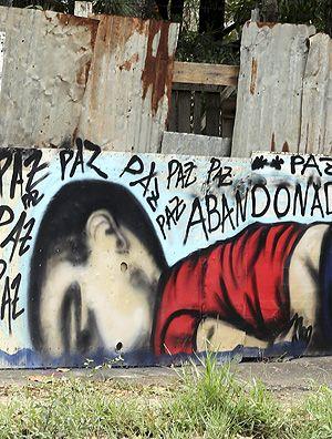Muro pintado em Sorocaba (SP) com a imagem do garoto Aylan, 3, que morreu quando a família tentava chegar à Grécia