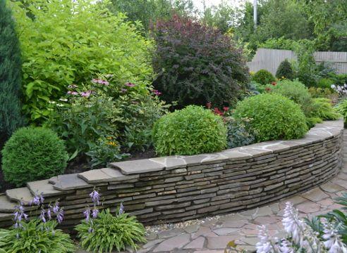 Сад Дмитрия Патрикеева, идеи для сада, дизайн сада, цветники, высокая клумба, мощение, бордюр, каркасный цветник, приподнятый цветник