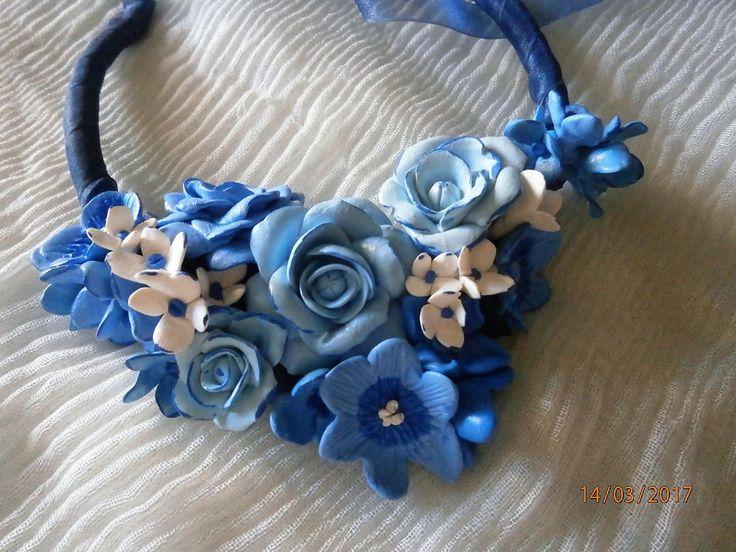 ROSE AZZURRE e blu con fiorellini bianchi, in argilla polimerica, fatta a mano. di PaTrieste su Etsy