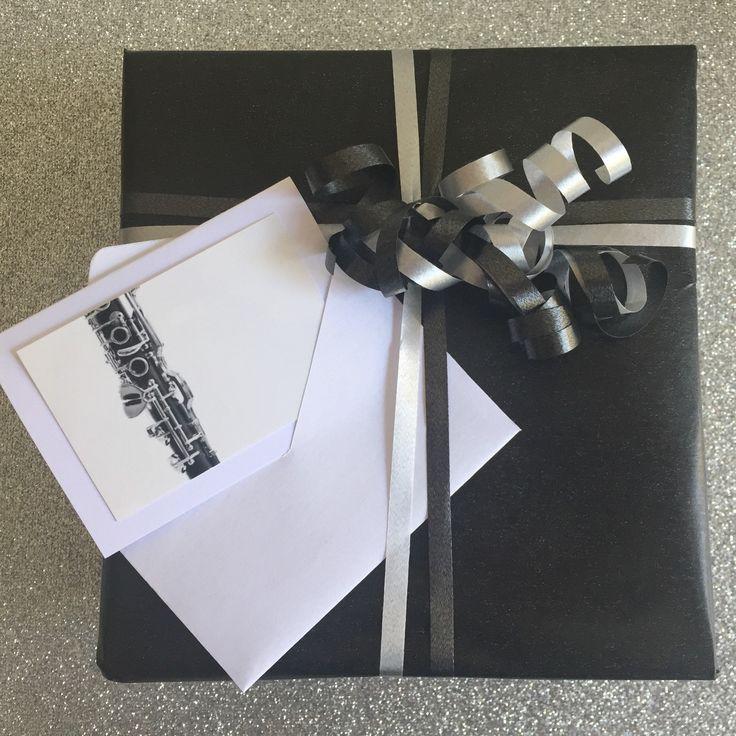Minikaartje met bijpassend envelopje met afbeelding van een klarinet. Leuk voor bij een cadeau of bos bloemen. Voor klarinettisten of voor muziekliefhebbers in het algemeen.