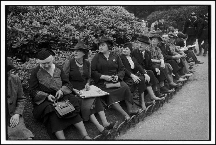 1938 Spectateurs, lors de la visite du roi George VI à Versailles © Henri Cartier-Bresson/Magnum Photos