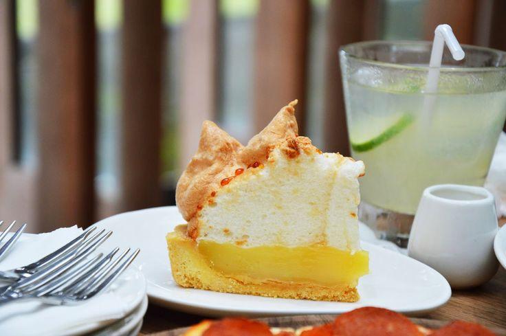 Nggak cuma di Amerika, di Indonesia, lo juga bisa nyobain bervariasi jenis pie yang enak-enak! Dan tentunya semuanya unik. Buat para pie enthusiasts, are you ready? Yuk, langsung aja kita cari tau!...