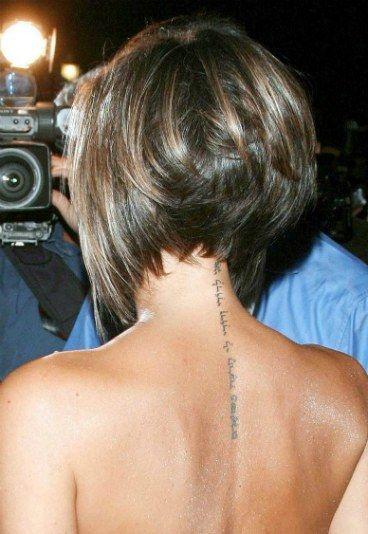 Tatuagens de Victoria Beckham - Tatuagem dos famosos: descubra as tattoos das celebridades! - Tatuagens de Victoria Beckham A posh spice conta 5 tatuagens pelo corpo. Além das iniciais do marido, David Beckham, no pulso esquerdo, Victoria ainda estampou uma...