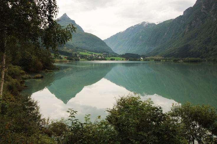 Αντανακλάσεις στη λίμνη