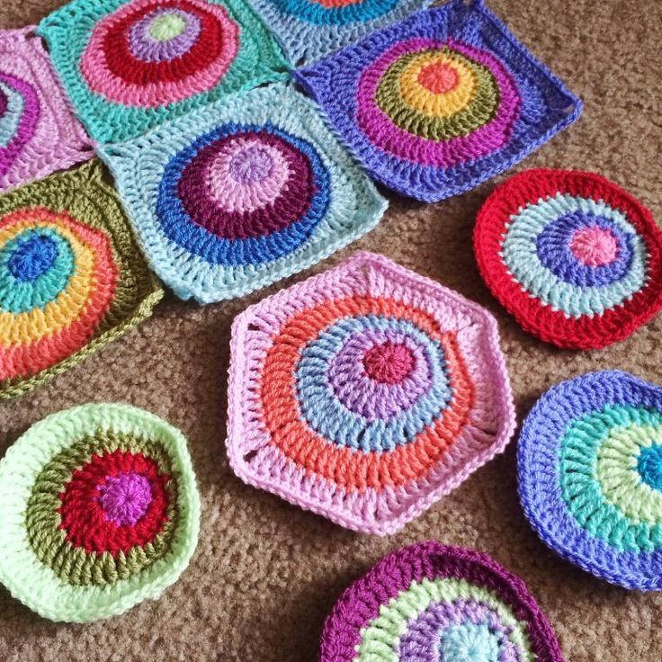 Creative and fun Offset Circles pattern - includes both hexagon and square version, as well as half-hex motifs and a few border options. Great versatility! Link goes to Craftsy pattern